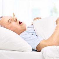 Ezért is gyakoribb idősebb korban a horkolás