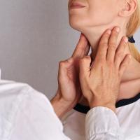 Sárgás árnyalatú a tenyere? Hashimoto-betegség is okozhatja