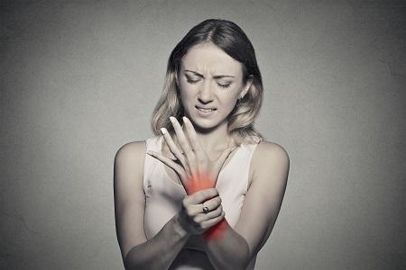 Ilyen tünetekkel jelentkezik az ízületi gyulladás