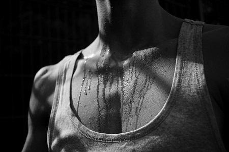 Szégyelli az erős izzadást? A hyperhidrosis orvosolható
