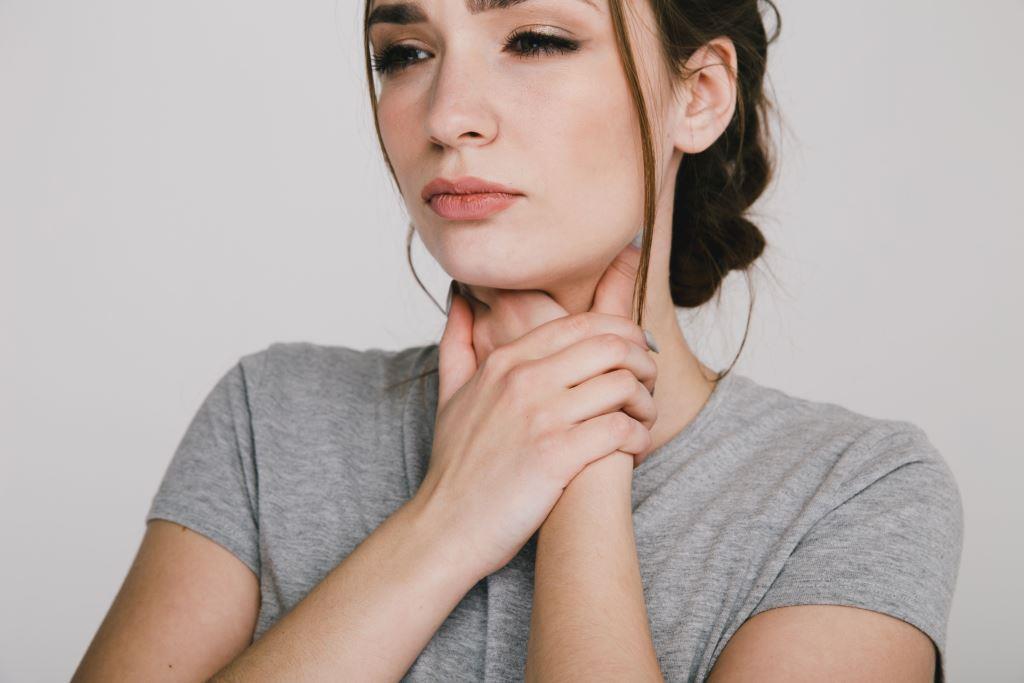4 ok, ami miatt nem múlik a torokfájás