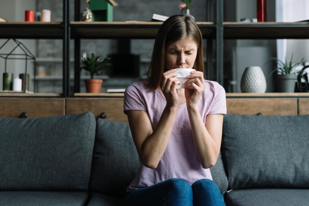 Gyakori tüsszögés, orrfolyás evés közben? Mit jelezhet?
