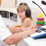 Óvodásoknál a betegségek, iskolásoknál a zenehallgatás miatt romolhat a hallás