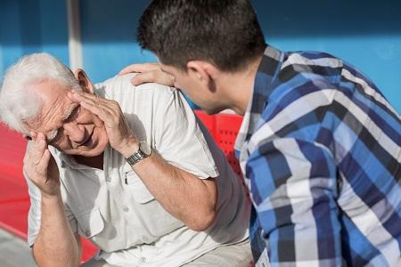 Szaglásvesztés, fejfájás? Más neurológiai szövődménye is lehet a COVID-nak