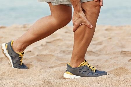 Az Achilles-ín gyulladás tünete a vádlifájdalom is.